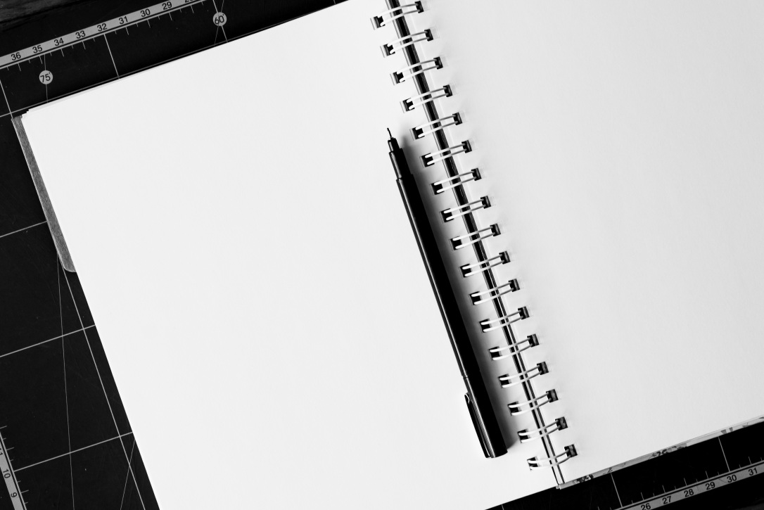 notebook-pen-table-blank-158771